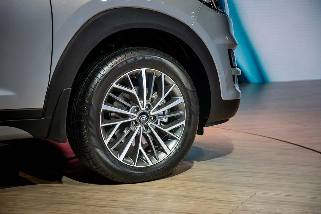 The updated Tucson gets 18-inch diamond cut alloy wheels
